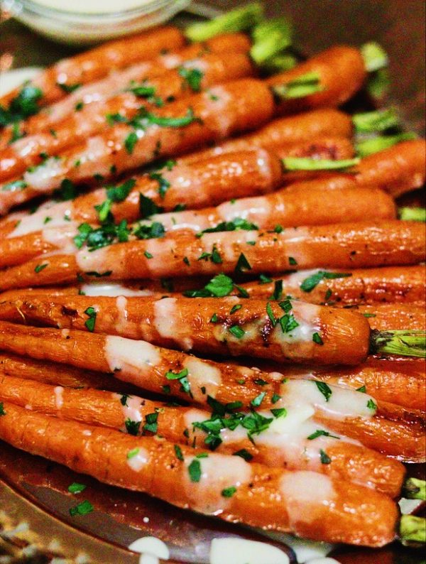 close up roasted carrots